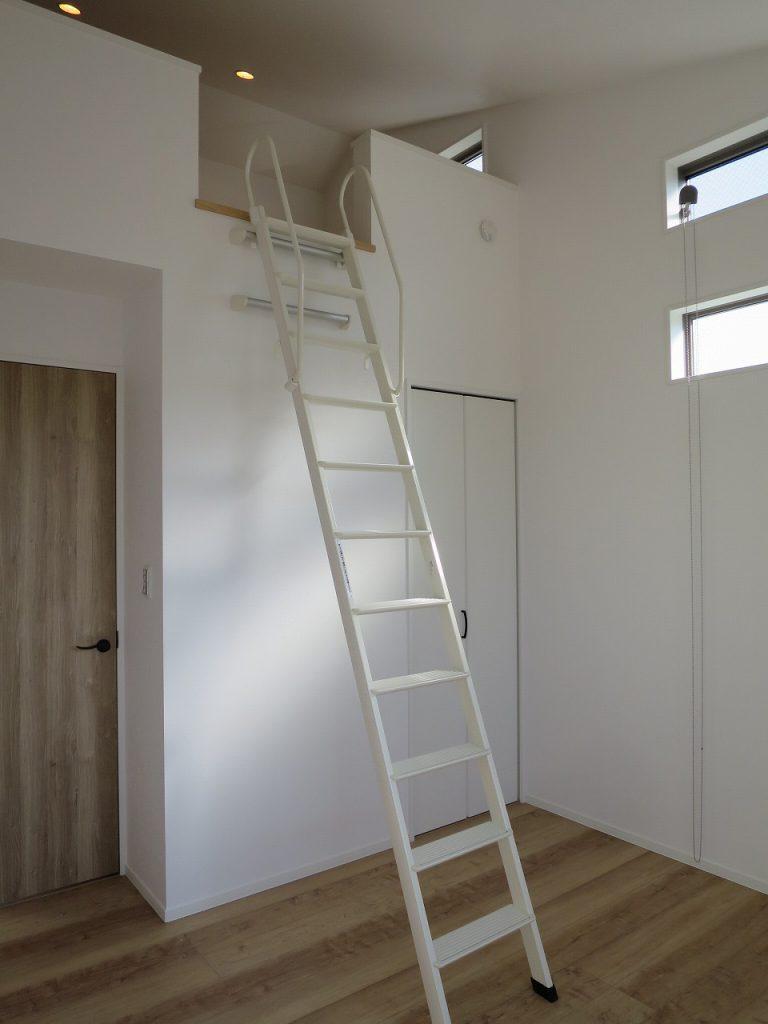 はしご 勾配天井